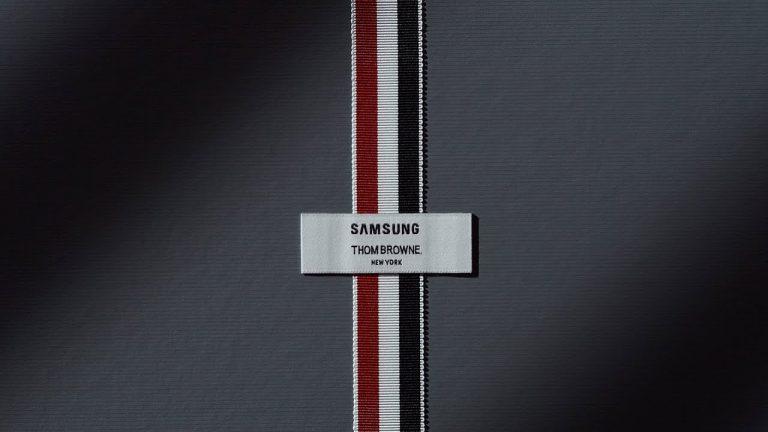 Galaxy Z Fold 2 Thom Browne Edition într-un videoclip