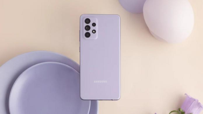 Samsung Galaxy A52 este livrat cu un incarcator de 15W in cutie