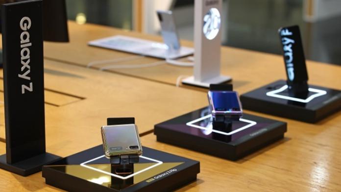 Samsung pe primul loc pe piata smartphone pliabile in 2020