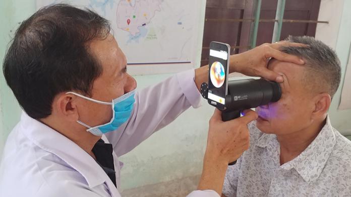 Samsung EYELIKE reutilizeaza camerele telefoanelor Galaxy in oftalmologie