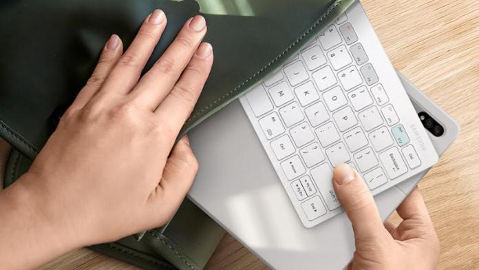 Samsung prezinta Smart Keyboard Trio 500