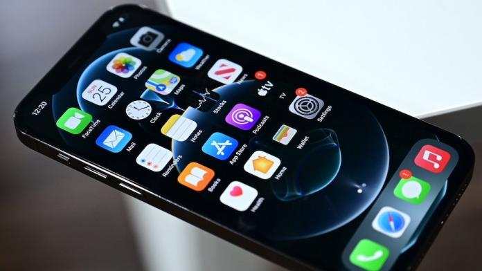 Samsung a inceput productia de afisaje OLED de 120Hz pentru iPhone 13 Pro