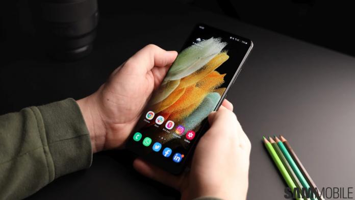 Aplicatiile proprii Samsung ar fi putut permite hackerilor sa spioneze telefoanele Galaxy