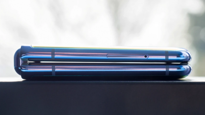 Samsung Galaxy Z Flip 3 va avea margini laterale mult mai mici