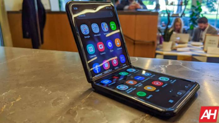 Samsung Galaxy Z Flip Lite a fost anulat
