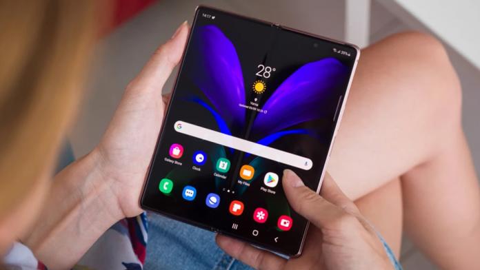 Samsung a inceput productia la telefonul pliabil Galaxy Z Fold 3