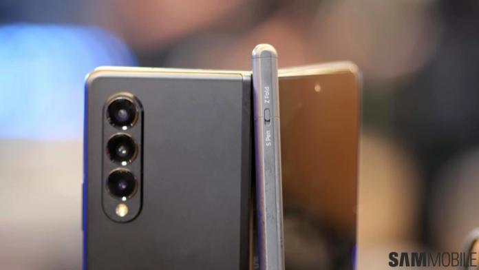 Nu incercati sa utilizati un stilou S Pen obisnuit cu Galaxy Z Fold 3